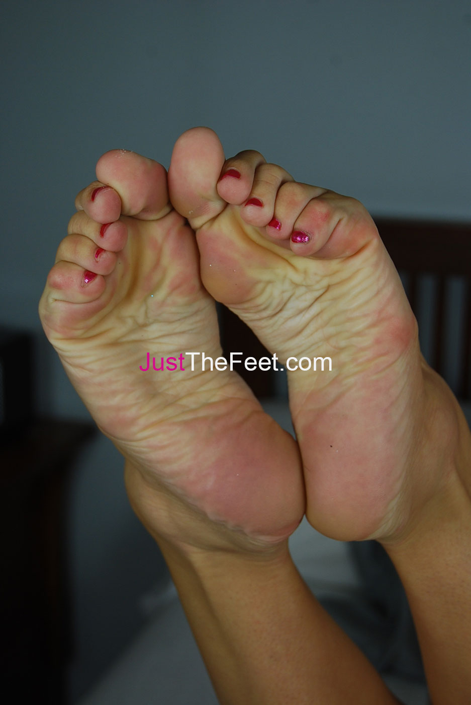 pretty feet hold up defenseless cock!